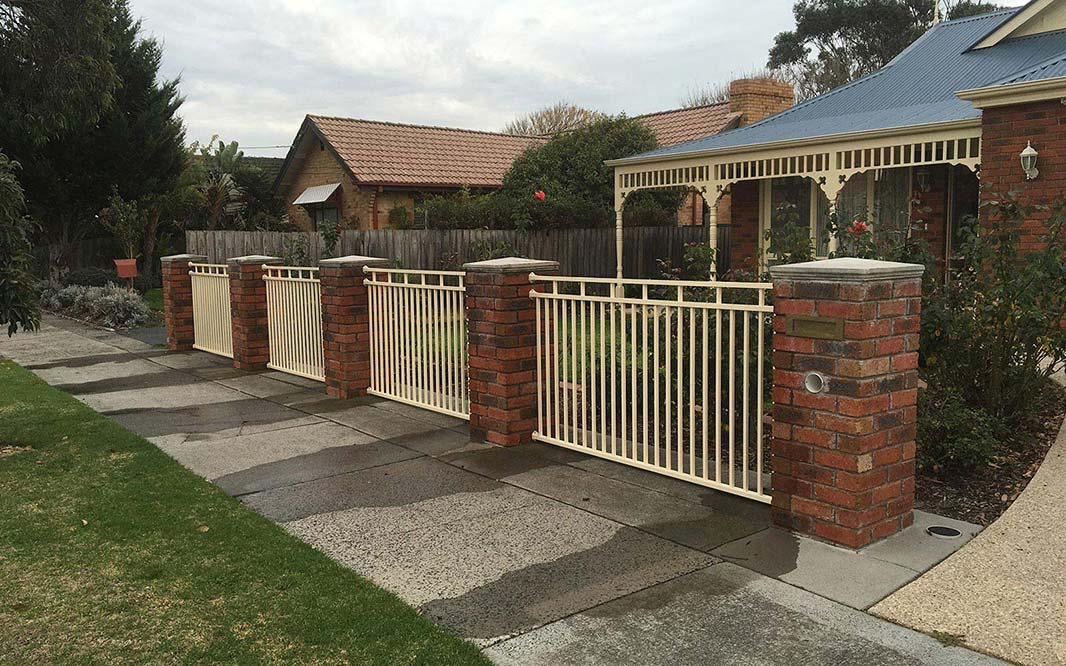 Garden Fencing with Aluminium