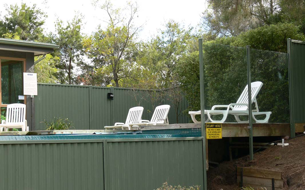Swinng Pool Fencing with Glass and Steel
