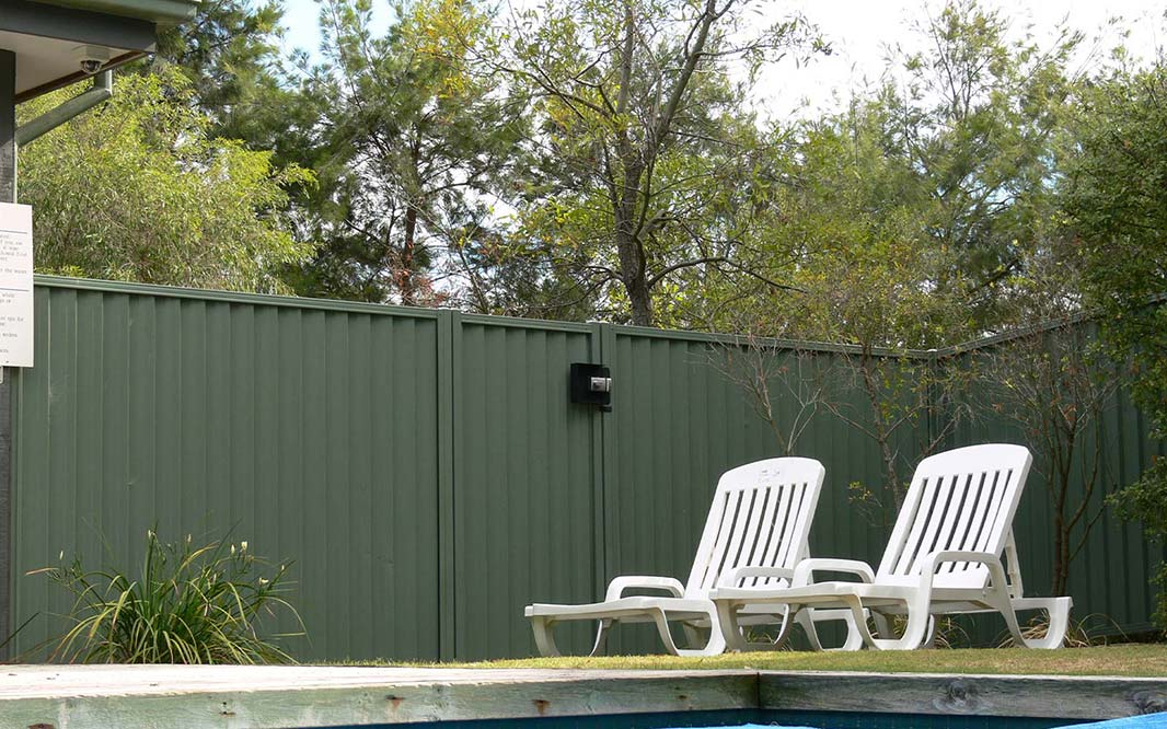 Pool Fencing using Glass and Steel