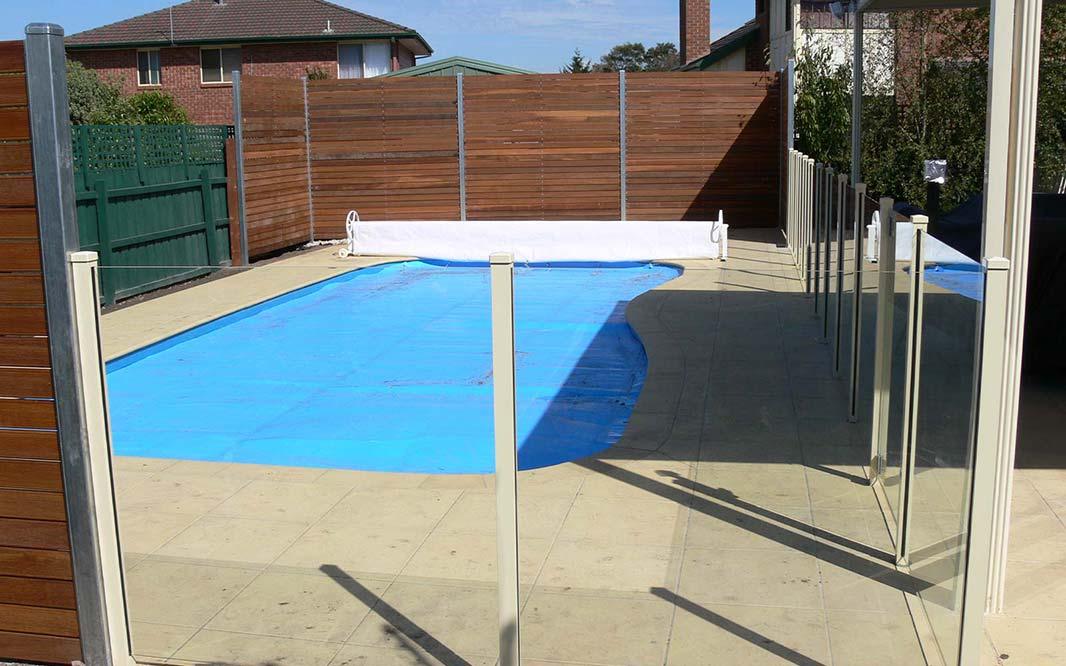 Outdoor Pool Glass Fencing
