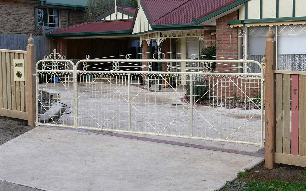 Garden Fencing with Home