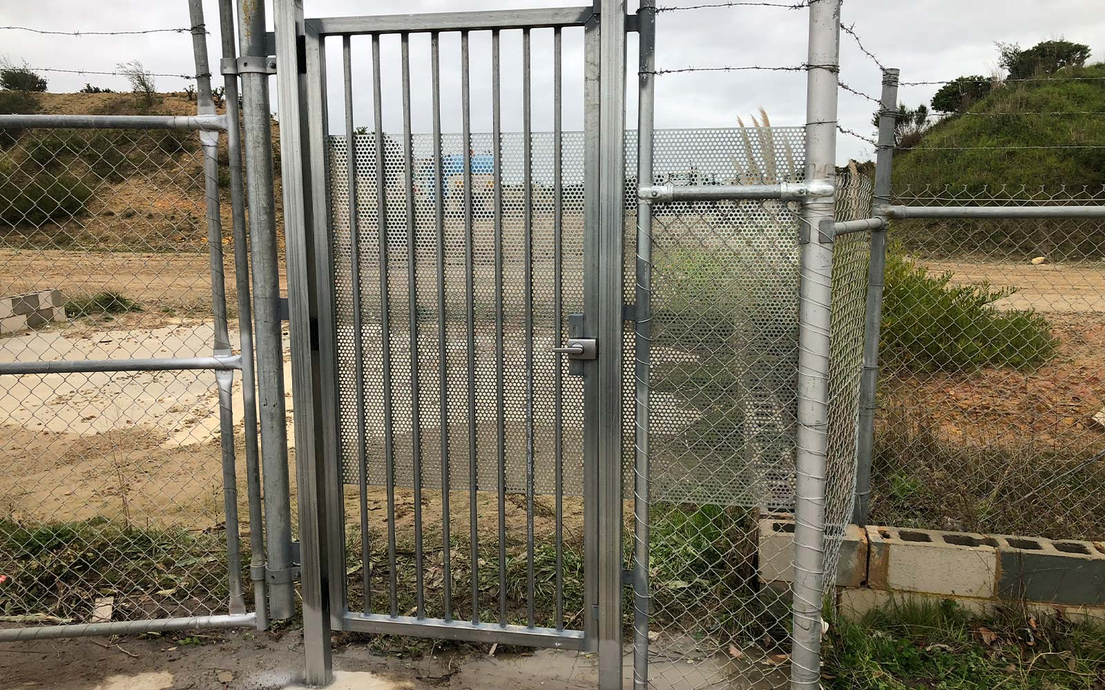 Commercial gate using wire