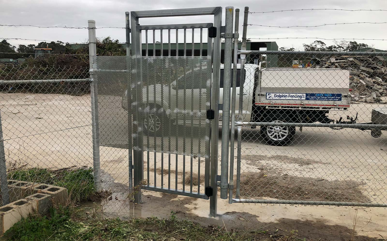 Commercial wire and aluminium gate