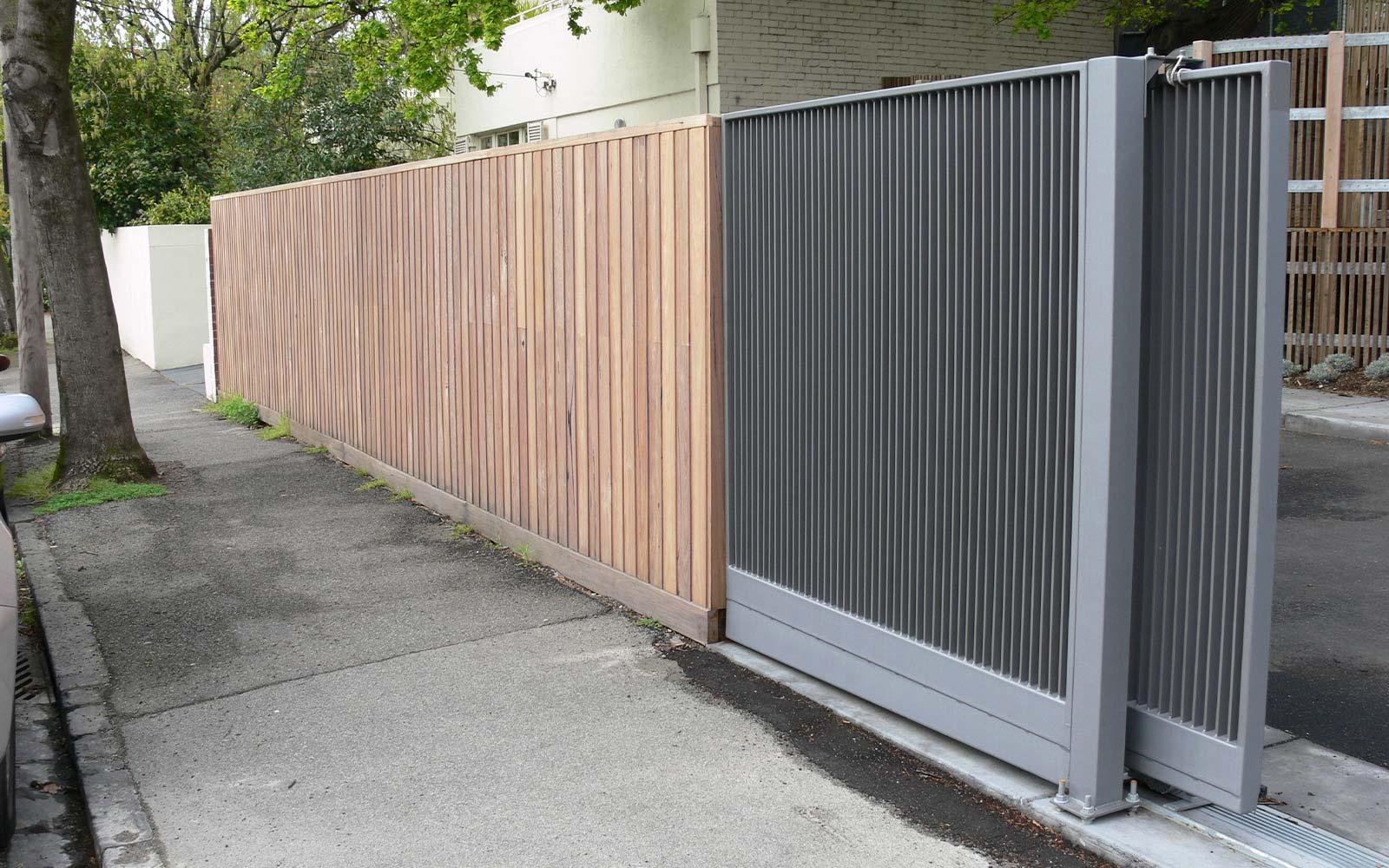 Commercial sliding gates