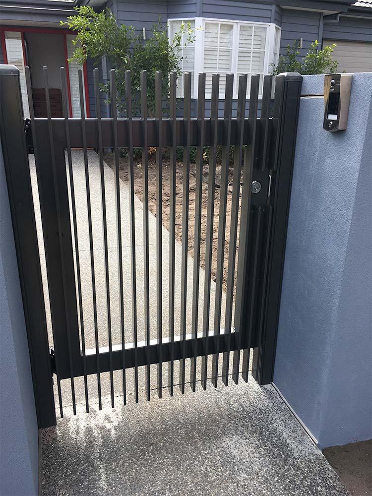 Aluminium gate for pedestrian